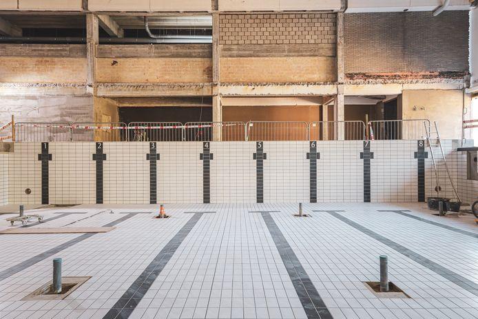 Tegeltjes in het nieuwe stedelijk zwembad.