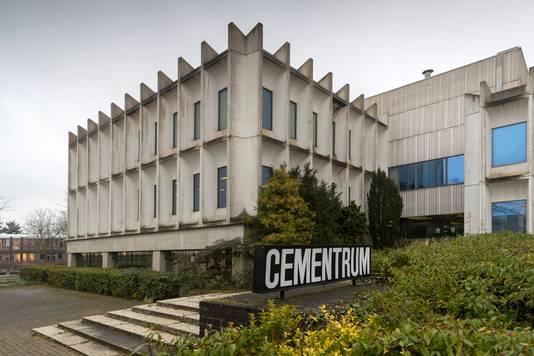 Op het parkeerterrein van het Cementrum komen tijdelijke woningen.
