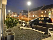 Pizzabezorger ramt muurtje en eindigt in voortuin in Apeldoorn