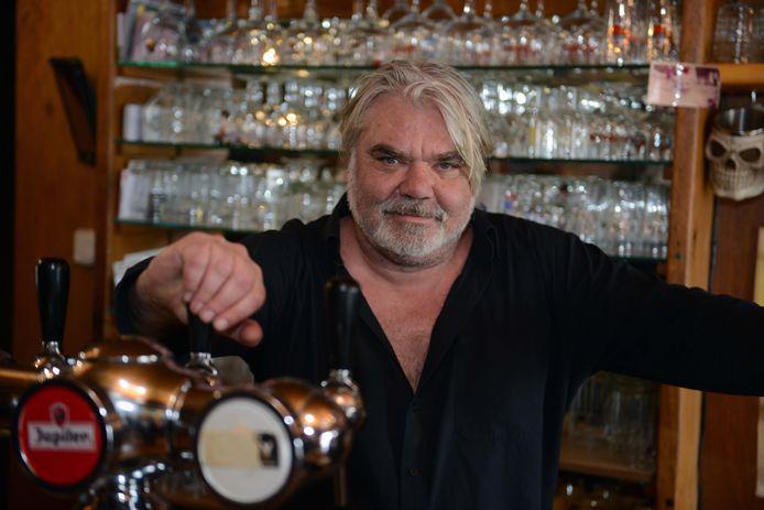 Wim Marchal, in café Het Zevende Zegel in Otenburg.