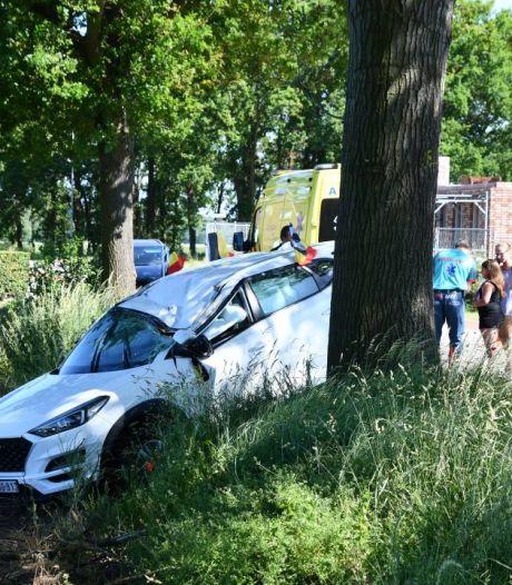 Auto raakt total loss na botsing tegen boom in Koewacht