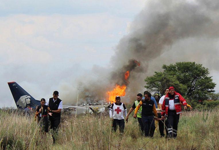 Het vliegtuig was net opgestegen in Durango toen het in de problemen kwam en crashte. Beeld AP