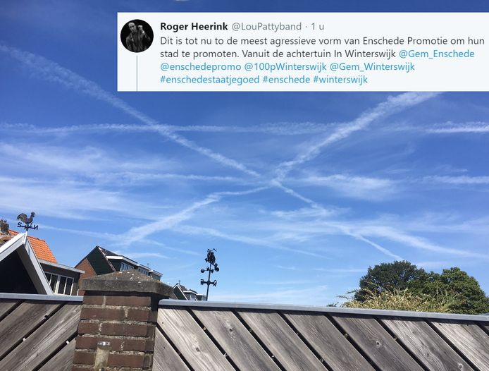 Rogier zag in de lucht lvliegtuigstrepen die wel érg op het wapen van Enschede leken. Het doet denken aan een twist tussen de twee steden na een staaltje Twente-promotie in Winterswijk.