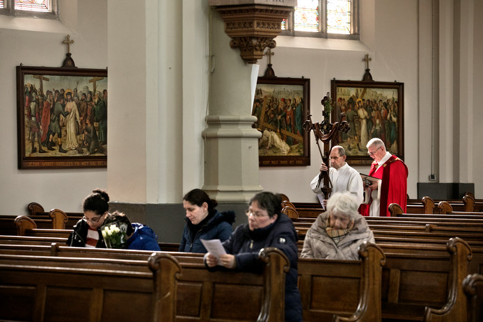 Een mis in de kerk in Gemert.