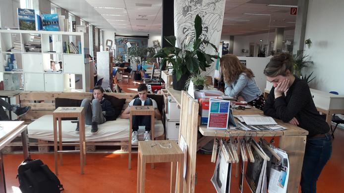 Geen klassiek klaslokaal, maar een 'gepersonaliseerde werkplek' voor iedere leerling.