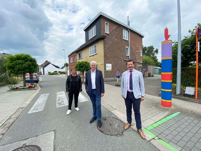 Burgemeester Walter De Donder met schepenen Tim Herzeel en Greet Van Holsbeeck aan Sint-Vincentius in de Langestraat.