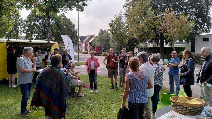 Naar aanleiding van de wedstrijd werd een 'straatpraatje' gehouden op de Heikant.