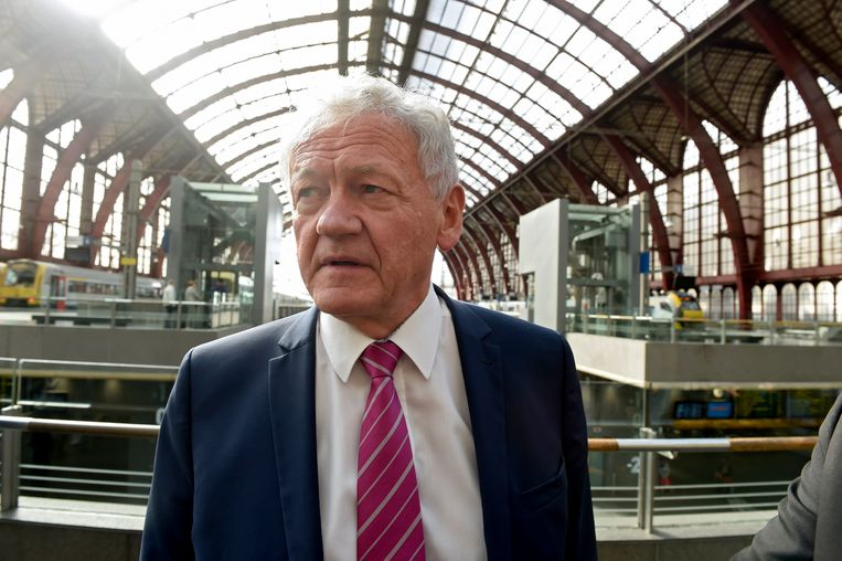 Minister François Bellot.