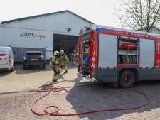 Brandweer rukt uit voor brand in installatie bij interieurbedrijf aan de Bergstraat in Liempde