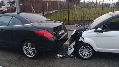 Brommobiel rijdt tegen geparkeerde wagen: bestuurder lichtgewond