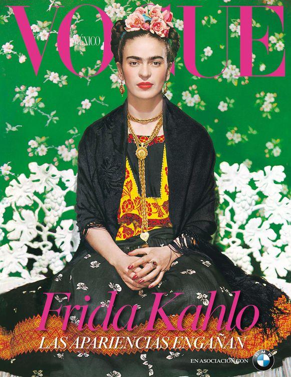 Frida Kahlo op de kover van Vogue Mexico in 2012. De foto werd oorspronkelijk genomen in 1939 door de Hongaarse fotograaf Nickolas Muray.