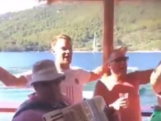 """Neuer onder vuur nadat hij meezingt met lied van extreemrechtse band: """"Hij had geen idee wat de tekst betekende"""""""