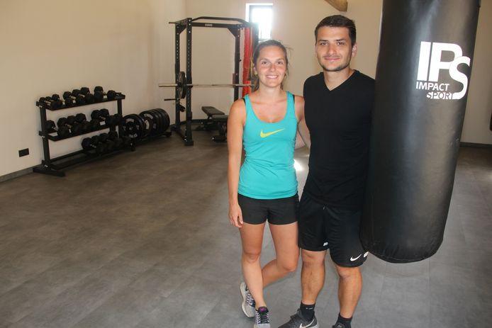 Eline Lievens en Aron Lescur zorgen in hun 'Sportschuur' langs Landries in Aaigem voor trainingen en advies op maat.