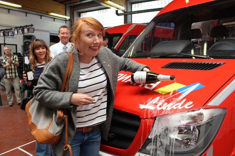 Enkele jaren geleden doopte Linde Merckpoel in de huidige brandweerkazerne in de Pompiersstraat nog een interventiewagen die haar naam draagt.