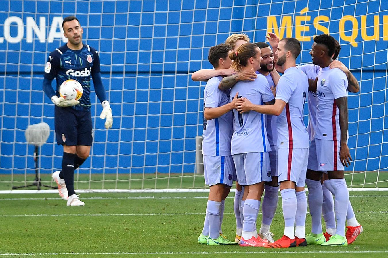De spelers van Barça vieren de treffer van Memphis Depay.