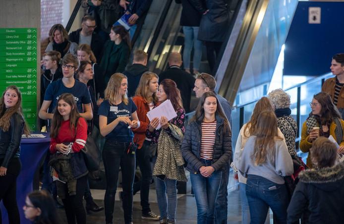 Drukte op de open dag van Wageningen University.