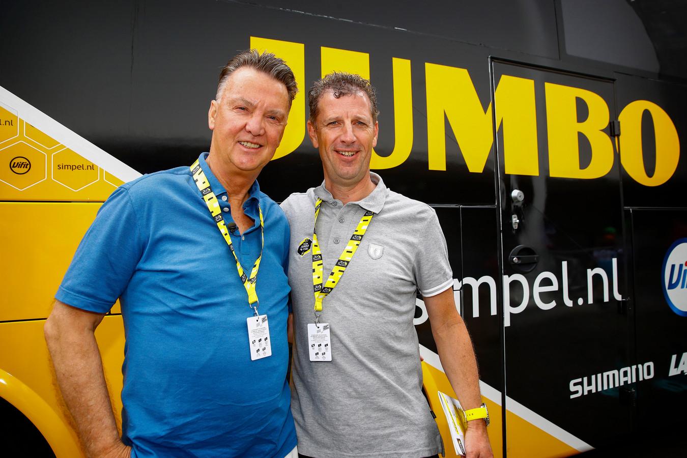 Maassen (r) in 2019 met Louis van Gaal.