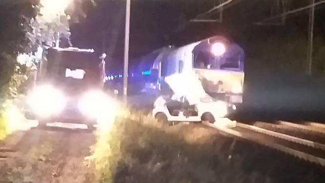VIDEO. Signalisatie overweg werkt niet : wagen meegesleurd door trein, bestuurder overleden en twee gewonden