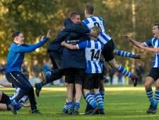 Bladella wint derby; Ajax volgt voorbeeld Hoogeloon