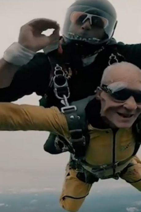 Pour ses 100 ans, il s'offre un saut en parachute