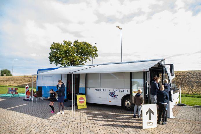 Er was voldoende animo op de eerste dag dat de testbus in Kesteren stond geparkeerd om inwoners op corona te testen.