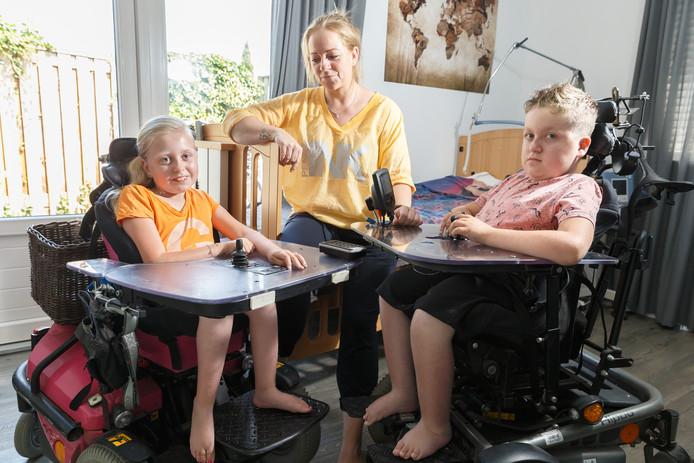 Daniëlle Benjamins met haar kinderen Fauve (9) en Tygo (11)