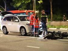 Motorrijder naar ziekenhuis na aanrijding met auto op Afrikaweg in Zoetermeer