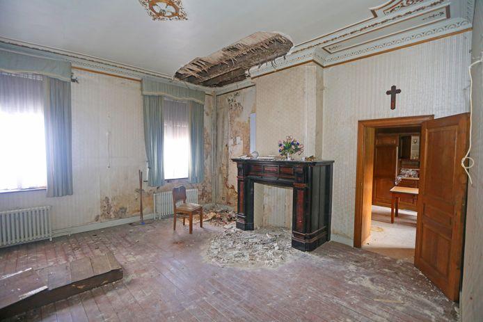 Het interieur werd aangetast door vochtinsijpeling.