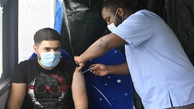 OVERZICHT. Aantal nieuwe ziekenhuisopnames blijft stabiel, besmettingen in stijgende lijn