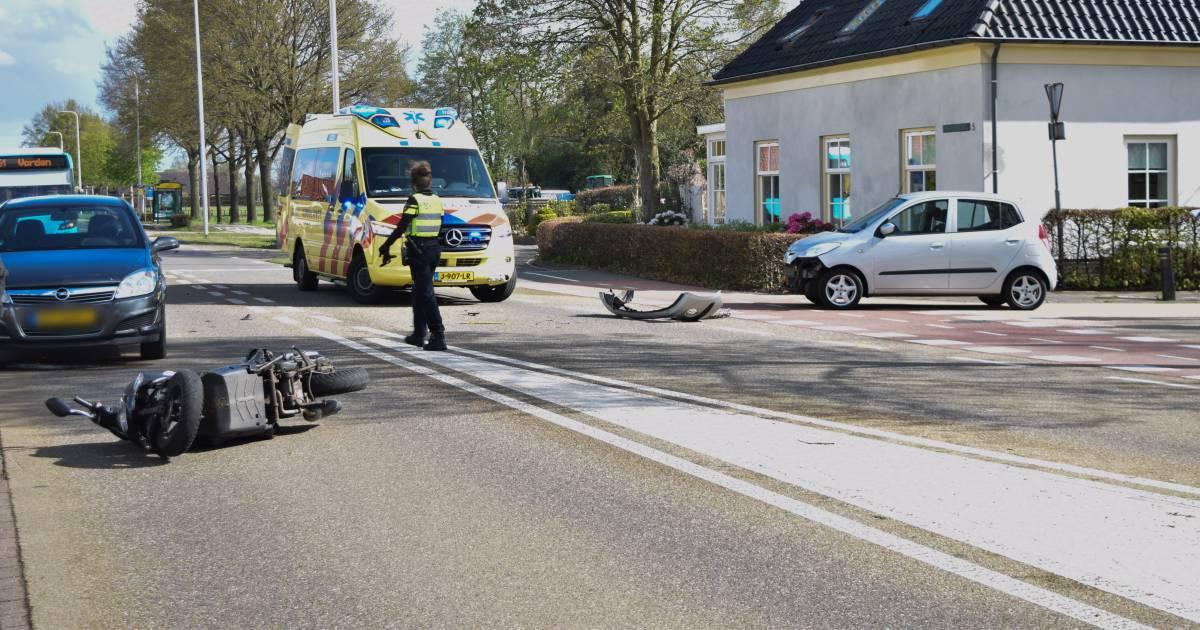 Scooterrijder gewond door ongeval in Velswijk.