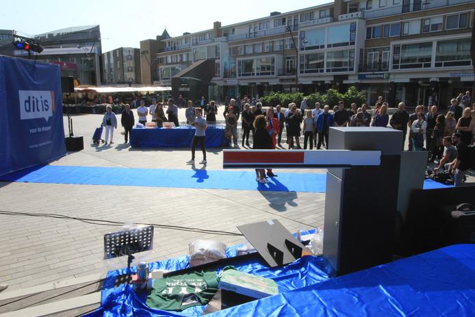 De lancering van Roos24 op de Nieuwe Markt in Roosendaal