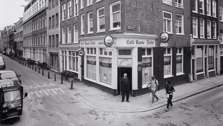 Café Rooie Nelis in de Laurierstraat Beeld Emilio Brizzi