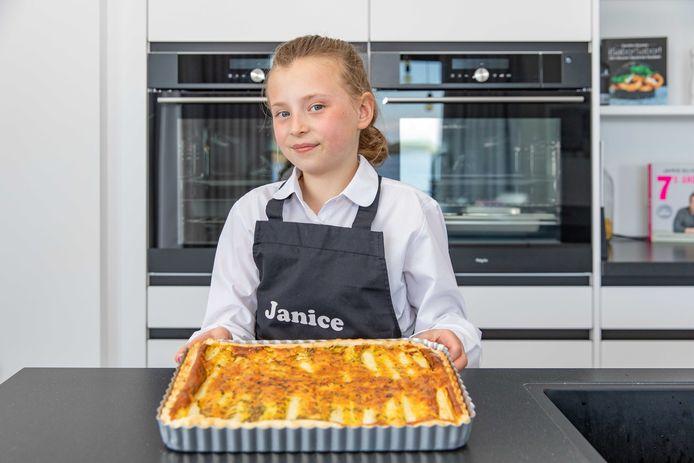Janice van Opbergen toont haar aspergetaart.