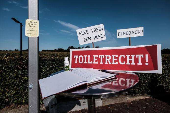 Pleeprotest door Greetje van Amstel op station Terborg.