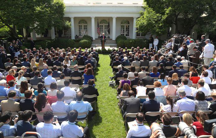President Trump in de tuin van het Witte Huis tijdens zijn aankondiging uit het klimaatakkoord van Parijs te stappen.