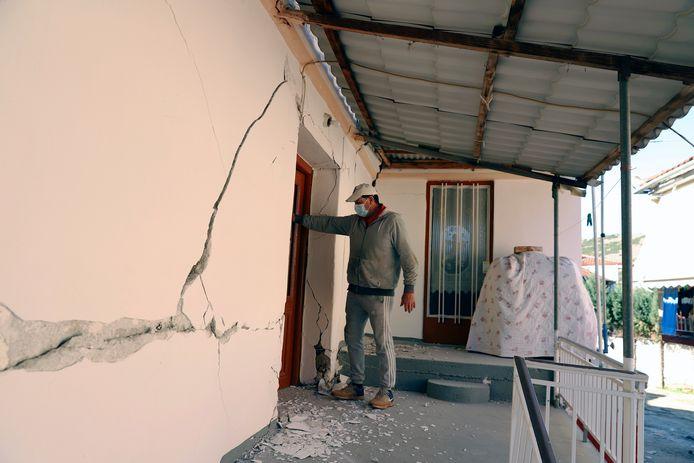 Schade in het dorp Mesochori.