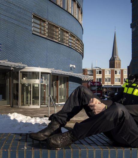 Niels Euren is nieuwe wijkagent voor centrum Hengelo: 'Als het veilig kan, moet horeca zo snel mogelijk open'