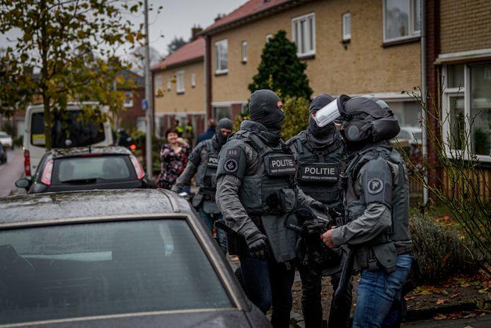 Arrestatieteam van de Dienst Speciale Interventies in actie in Rijssen bij de arrestatie van Muhammad B.