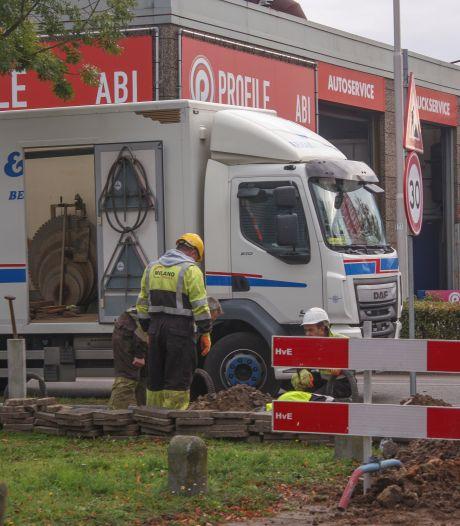 Gaslek bij graafwerkzaamheden in Amersfoort, brandweer zet gebied af