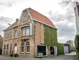 """Ouderraad gemeenteschool plant protestactie aan kapsalon Vanderjeugd, burgemeester reageert razend: """"Dit laat ik niet zomaar passeren"""""""
