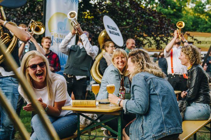 Bierfestival Mout strijkt weer in het Spoorpark neer.