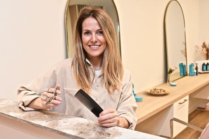 Tine Lalou gaf haar kapsalon een facelift tijdens de verplichte sluiting.
