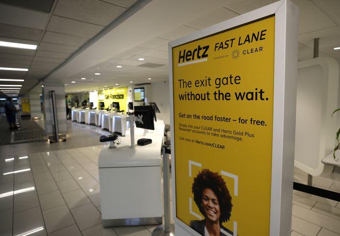 Lege balies van Hertz op de luchthaven van San Francisco