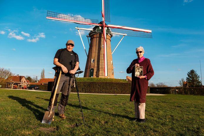 Rikkert Van Peer vindt de trouwring van Julienne nadat haar man die 50 jaar geleden kwijtraakte in een veldje naast hun huis.
