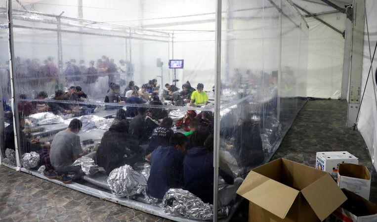 Een vreemdelingendetentiecentrum in Donna, Texas.  Beeld VIA REUTERS