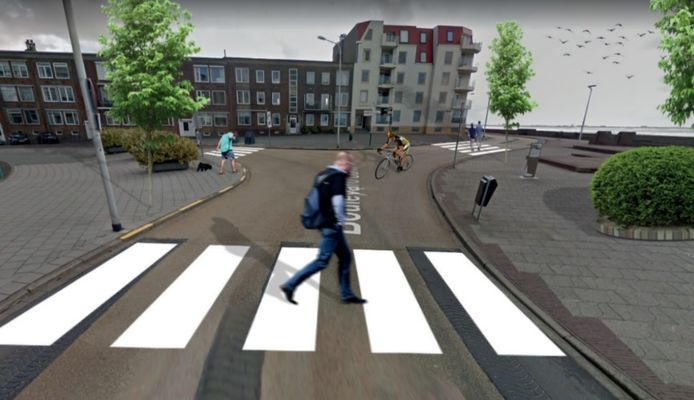 Drie zebrapaden zouden de kruising van de boulevards Bankert en De Ruyter met de  'oprit ' aan de Coosje Buskenstraat een stuk veiliger maken, denkt CU-raadslid Coen van Dalen.