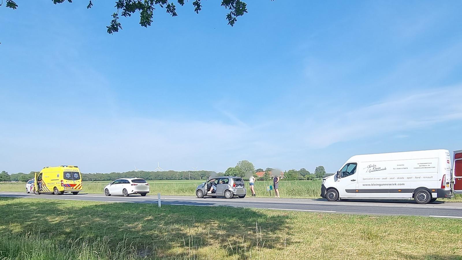 Door een ongeluk met drie auto's ontstonden lange files op de N18 bij Heelweg.