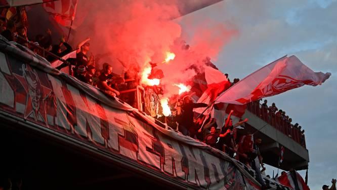 De hel van Sclessin brandt weer: fans zorgen voor kolkende sfeer en bengaals vuur in Luik