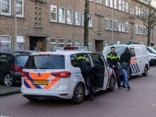 Agenten met getrokken pistolen houden vier mannen aan in Den Haag na melding vuurwapen