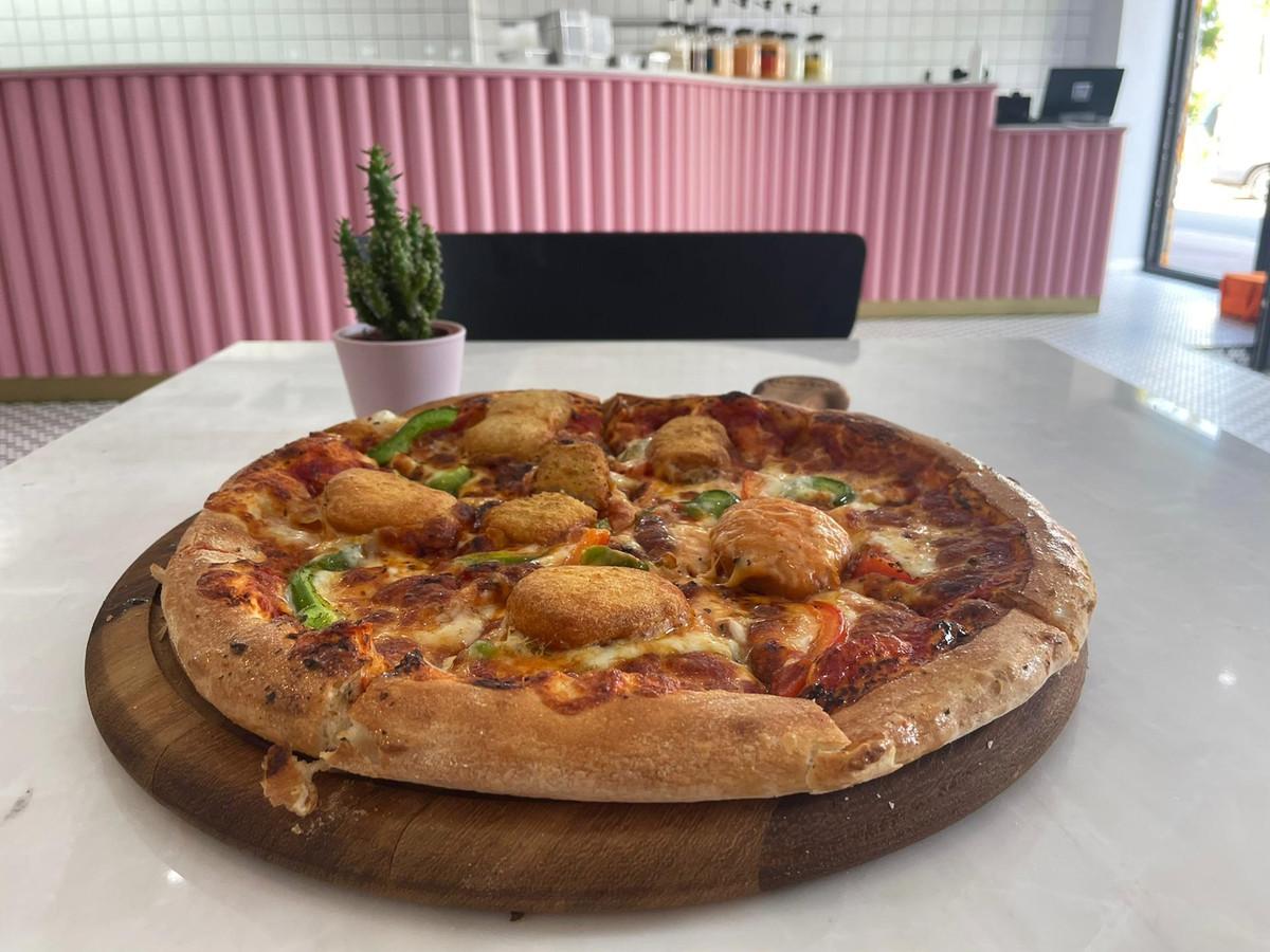 De 'Wa make'-pizza die verkrijgbaar is bij Pink Pizza.